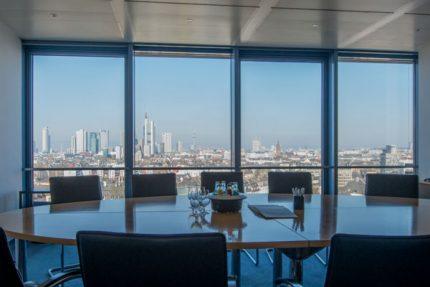 Steuerberatung mit Weitblick: Die Skyline von Frankfurt vom Benefitax-Büro aus gesehenSteuerberatung in Frankfurt