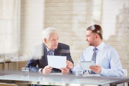 Unternehmensnachfolge für Übergeber und Übernehmer. Langfristige Planung erforderlich.